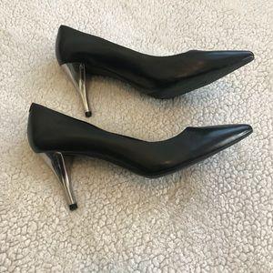 Kenneth Cole 9-2-5 low heel Pumps